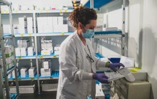 Preparació per enviar les mostres de COVID-19 al laboratori de referència per analitzar